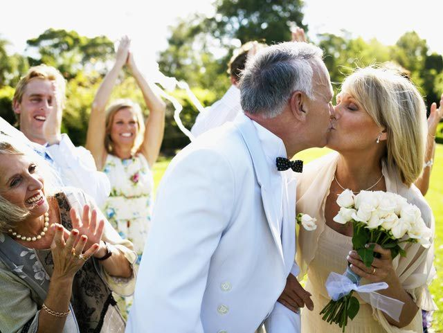 Older couple getting married and kissing | Kelly Chandler Consulting