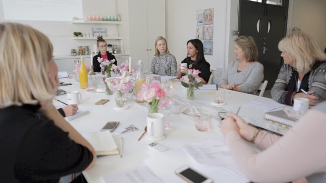 Ladies sitting around a table for a casual business meeting | Kelly Chandler Consulting