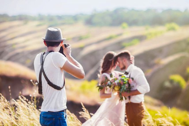 Wedding photographer with bride and groom   Kelly Chandler Consulting