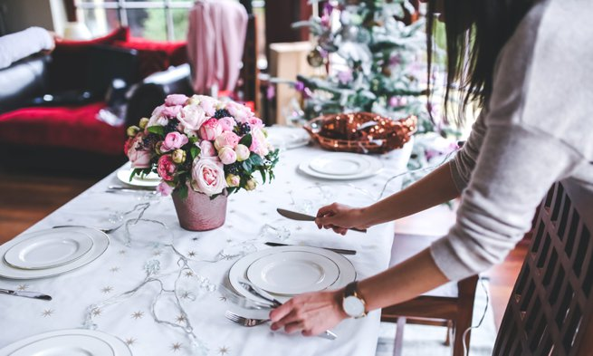 Wedding planner setting table   Kelly Chandler Consulting