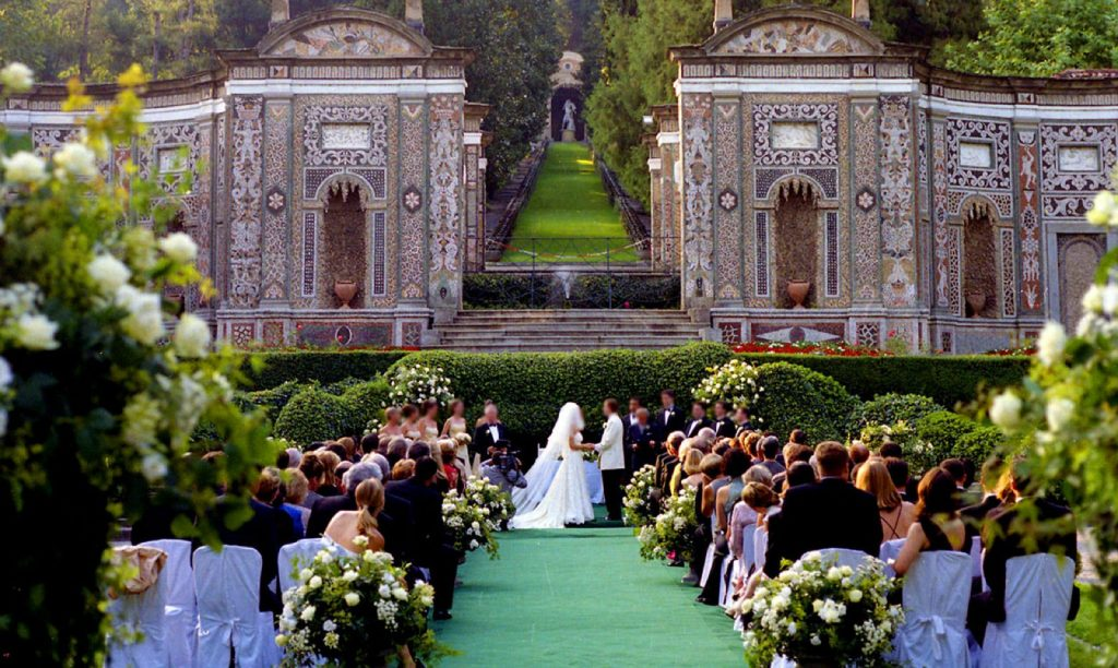 Luxury outdoor wedding with bride and groom | Kelly Chandler Consulting