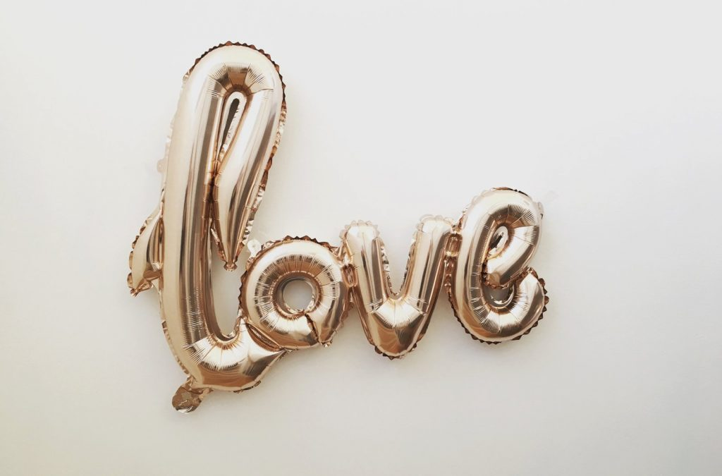 Love gold balloon
