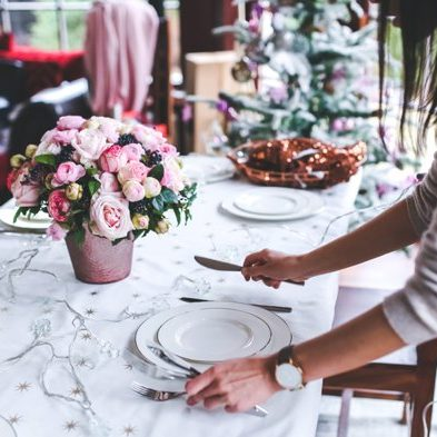 Wedding planner setting table | Kelly Chandler Consulting
