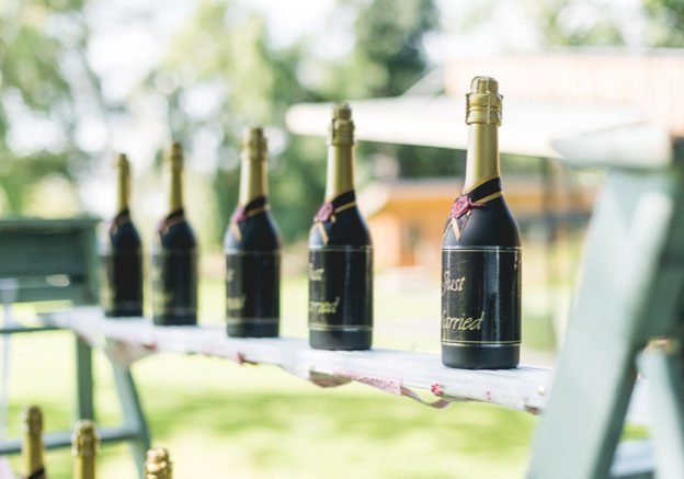 Wedding Prosecco drinks station | Kelly Chandler Consulting