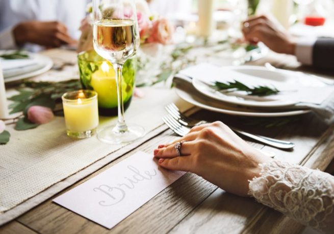 Brides hand holding a written note | Kelly Chandler Consulting