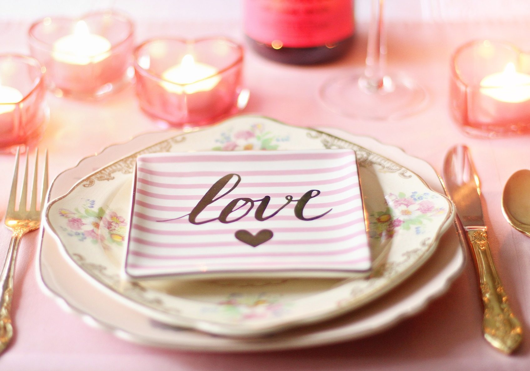 Wedding table setting with love plate | Kelly Chandler Consulting